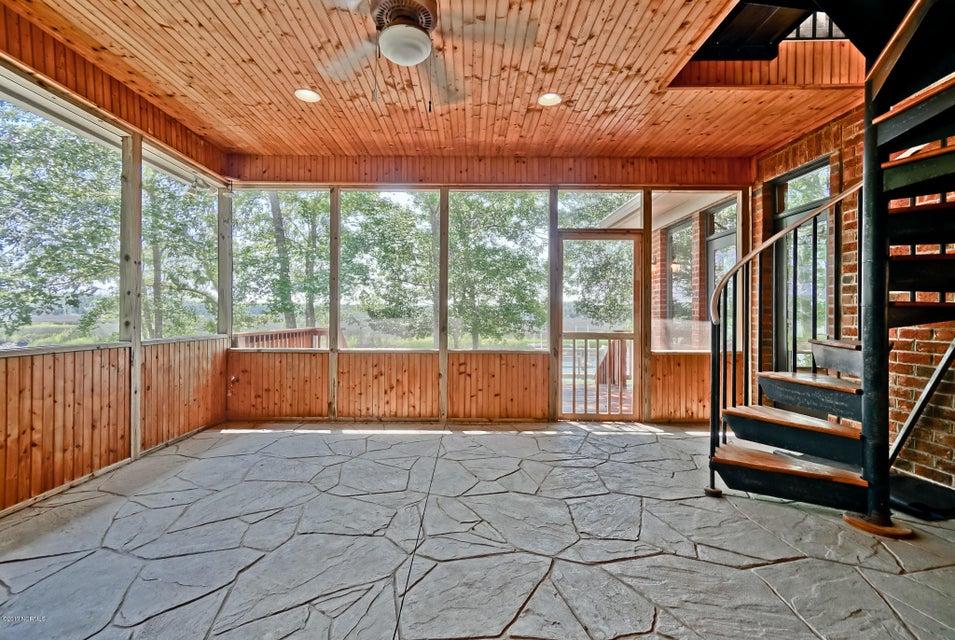 Winding River Plantation Real Estate - http://cdn.resize.sparkplatform.com/ncr/1024x768/true/20170724143613970038000000-o.jpg