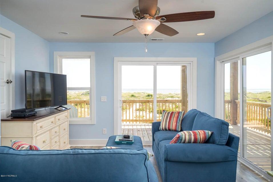 Harbor at Kings Lynn Real Estate - http://cdn.resize.sparkplatform.com/ncr/1024x768/true/20170726202705076807000000-o.jpg