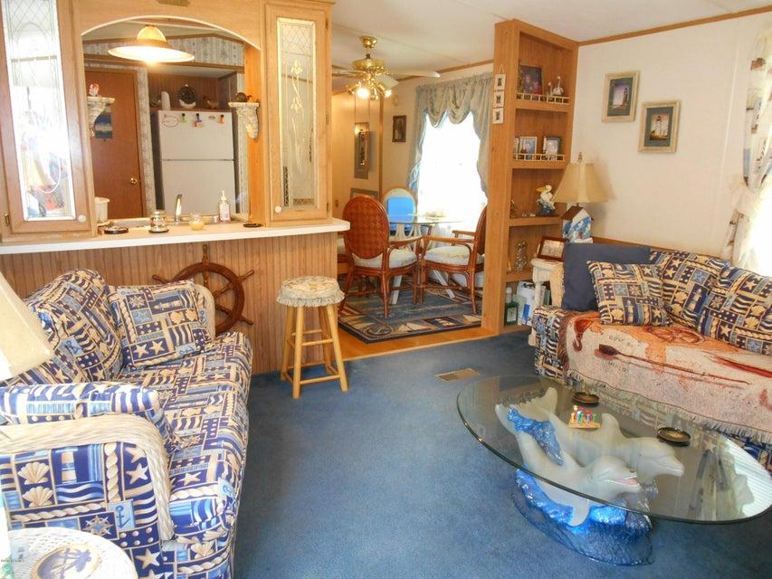 Sea Pines Real Estate - http://cdn.resize.sparkplatform.com/ncr/1024x768/true/20170801143139502451000000-o.jpg