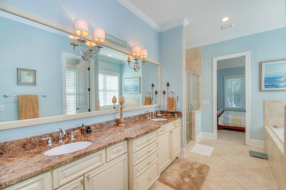 Harbor Oaks Real Estate - http://cdn.resize.sparkplatform.com/ncr/1024x768/true/20170817185105246837000000-o.jpg