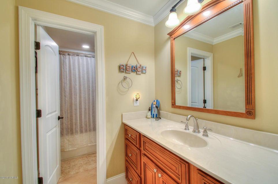 Harbor Oaks Real Estate - http://cdn.resize.sparkplatform.com/ncr/1024x768/true/20170817185121432418000000-o.jpg