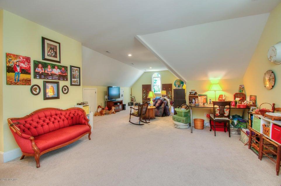 Harbor Oaks Real Estate - http://cdn.resize.sparkplatform.com/ncr/1024x768/true/20170817185124329595000000-o.jpg