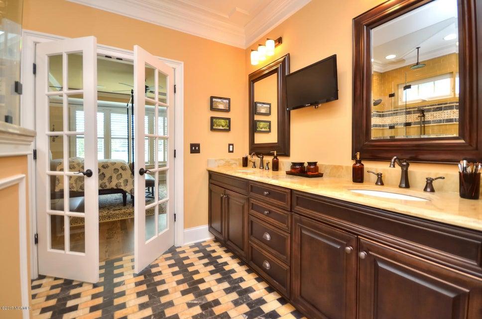 St James Real Estate - http://cdn.resize.sparkplatform.com/ncr/1024x768/true/20170820162228452948000000-o.jpg