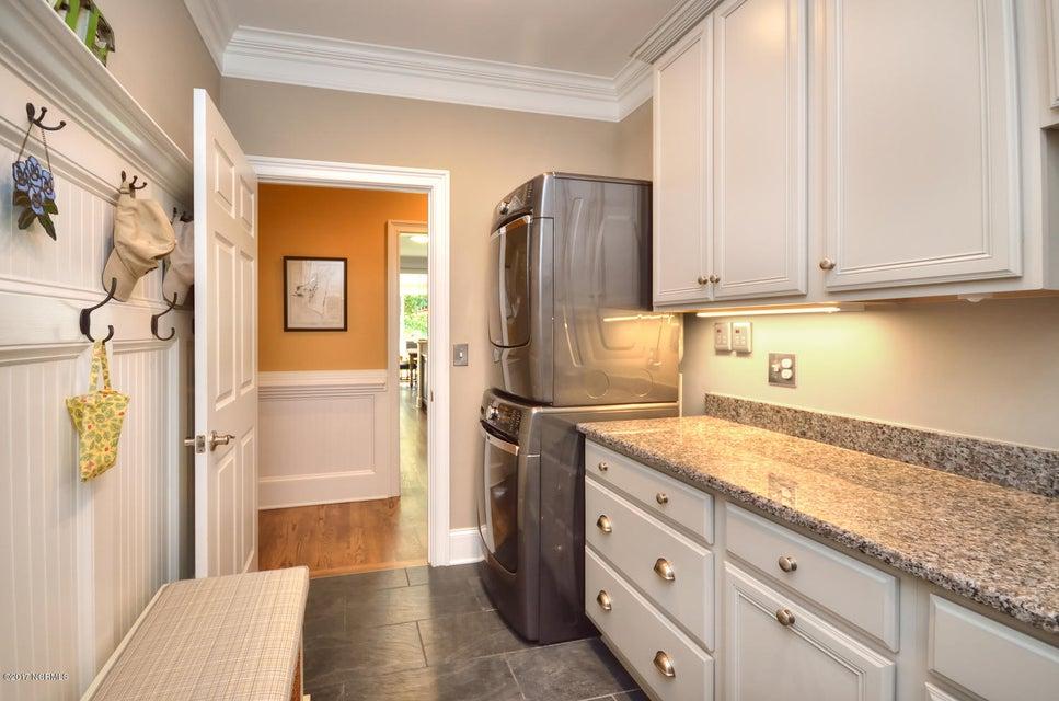 St James Real Estate - http://cdn.resize.sparkplatform.com/ncr/1024x768/true/20170820162255425203000000-o.jpg