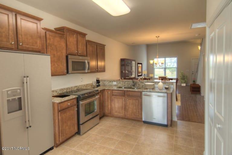 Beacon Townes Real Estate - http://cdn.resize.sparkplatform.com/ncr/1024x768/true/20170824151212919970000000-o.jpg