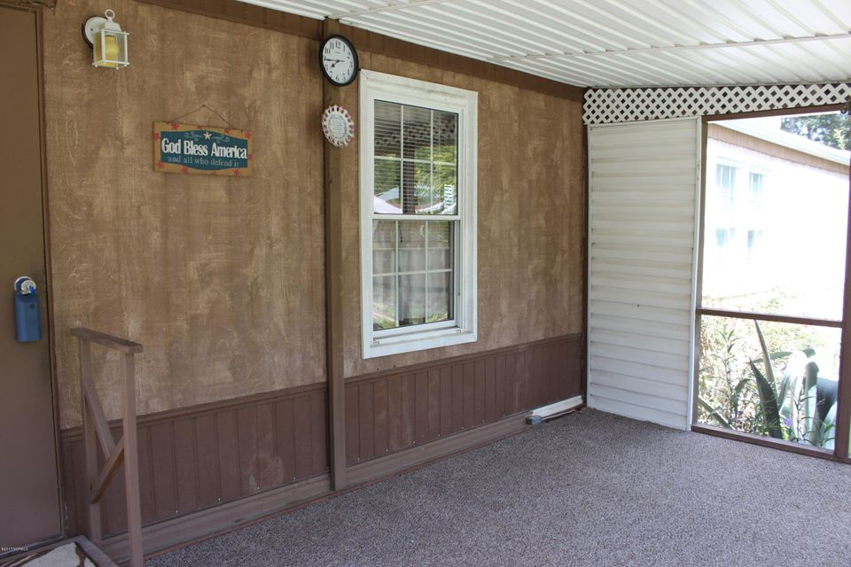 Maple Creek Real Estate - http://cdn.resize.sparkplatform.com/ncr/1024x768/true/20170901194347024852000000-o.jpg