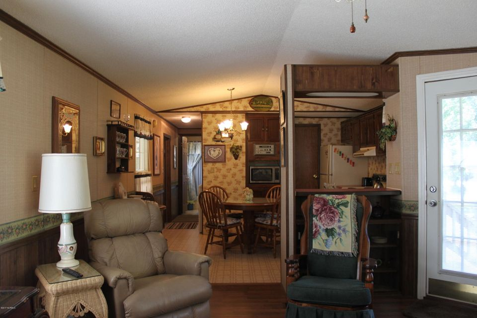 Maple Creek Real Estate - http://cdn.resize.sparkplatform.com/ncr/1024x768/true/20170901194728892277000000-o.jpg