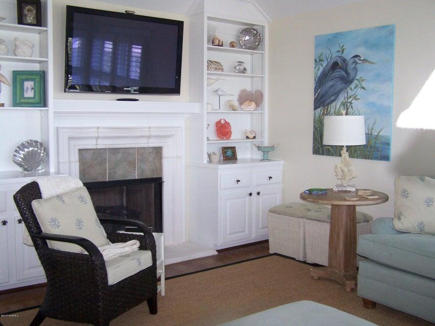 Stage I Real Estate - http://cdn.resize.sparkplatform.com/ncr/1024x768/true/20170902011021753111000000-o.jpg