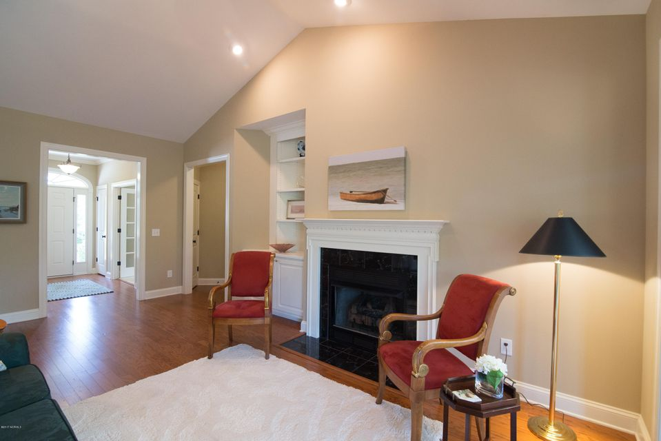 St James Real Estate - http://cdn.resize.sparkplatform.com/ncr/1024x768/true/20170902150940617824000000-o.jpg