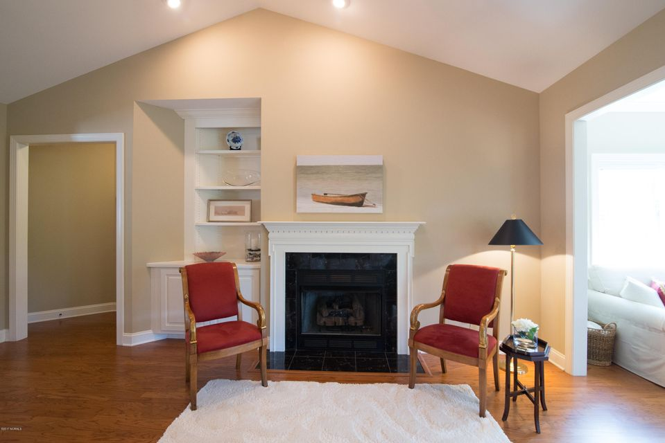 St James Real Estate - http://cdn.resize.sparkplatform.com/ncr/1024x768/true/20170902150948975427000000-o.jpg