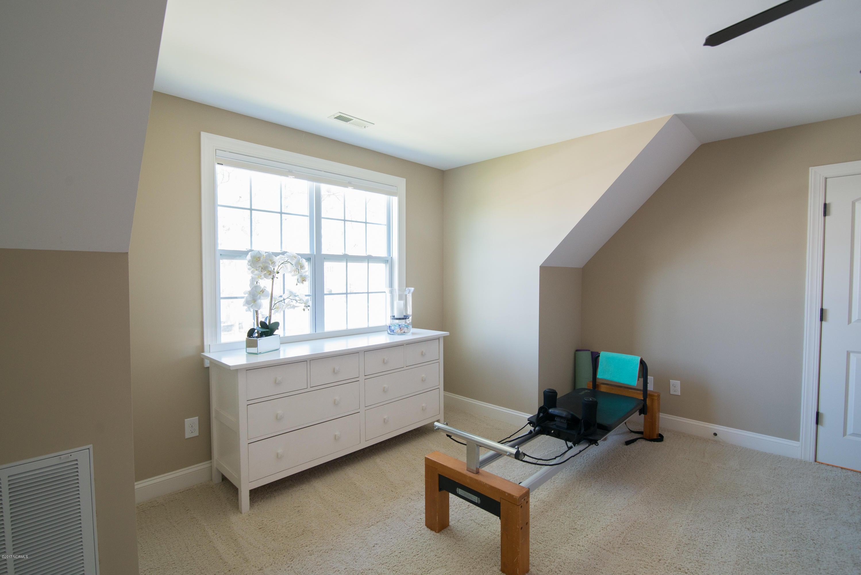 St James Real Estate - http://cdn.resize.sparkplatform.com/ncr/1024x768/true/20170902151233263940000000-o.jpg