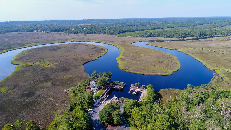 Winding River Plantation Real Estate - http://cdn.resize.sparkplatform.com/ncr/1024x768/true/20170915225749721600000000-o.jpg