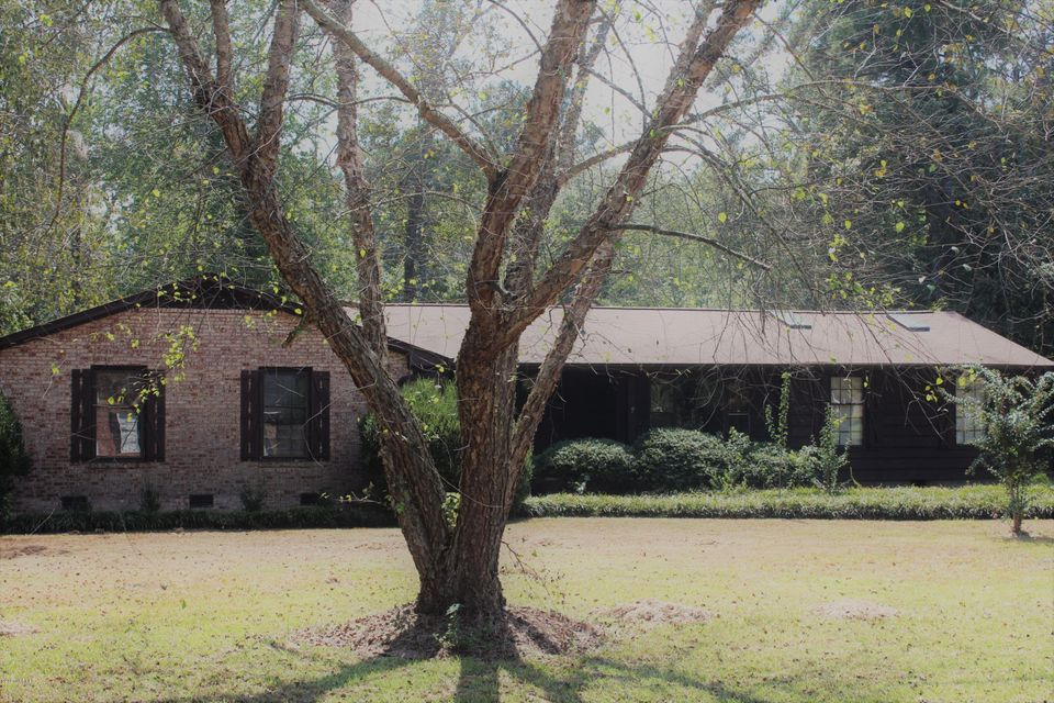 Forest Acres Real Estate - http://cdn.resize.sparkplatform.com/ncr/1024x768/true/20170920225512835448000000-o.jpg