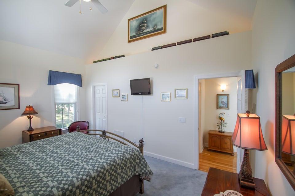 St James Real Estate - http://cdn.resize.sparkplatform.com/ncr/1024x768/true/20170922150923626603000000-o.jpg