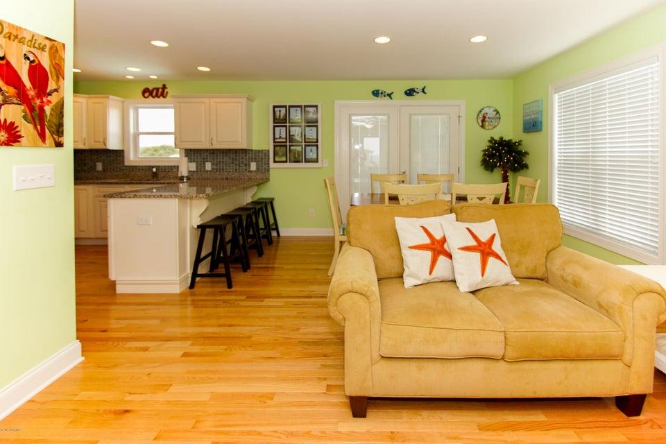 E. Long Beach Real Estate - http://cdn.resize.sparkplatform.com/ncr/1024x768/true/20170923222755772641000000-o.jpg