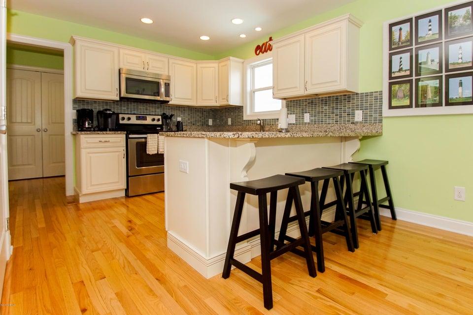 E. Long Beach Real Estate - http://cdn.resize.sparkplatform.com/ncr/1024x768/true/20170923222824984814000000-o.jpg