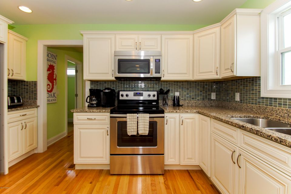 E. Long Beach Real Estate - http://cdn.resize.sparkplatform.com/ncr/1024x768/true/20170923222829560413000000-o.jpg