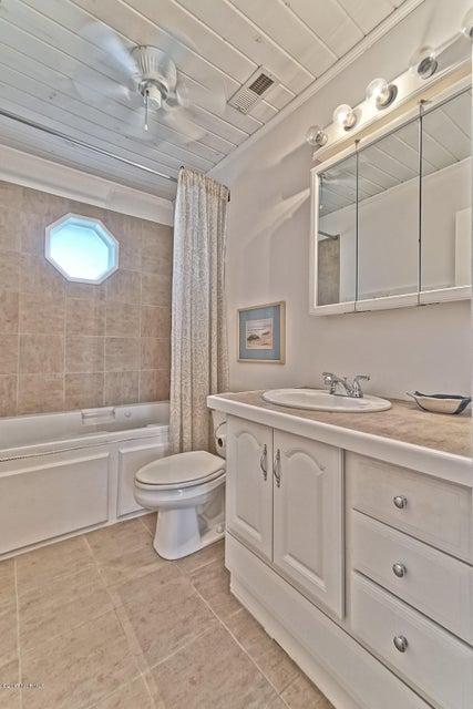 Water Wonderland Real Estate - http://cdn.resize.sparkplatform.com/ncr/1024x768/true/20170929030252077366000000-o.jpg
