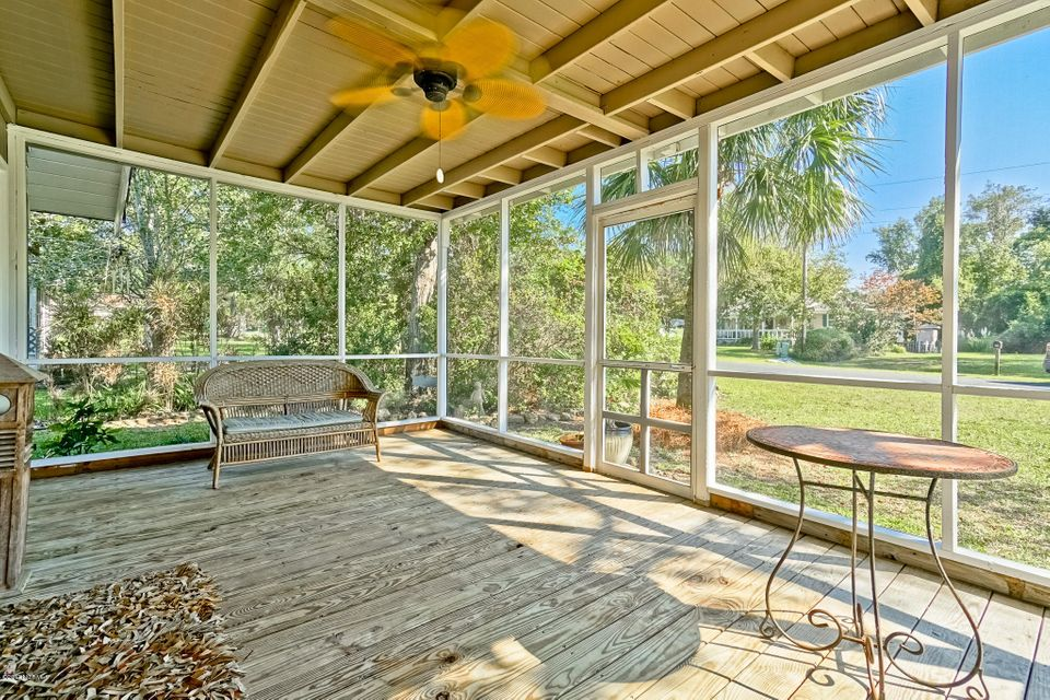 Water Wonderland Real Estate - http://cdn.resize.sparkplatform.com/ncr/1024x768/true/20170929030328478697000000-o.jpg