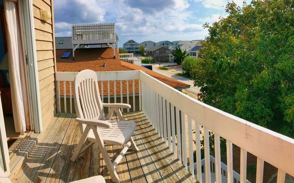 Sunset Beach Real Estate - http://cdn.resize.sparkplatform.com/ncr/1024x768/true/20171003164650667393000000-o.jpg