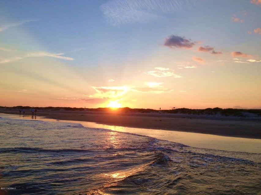 Sunset Beach Real Estate - http://cdn.resize.sparkplatform.com/ncr/1024x768/true/20171005192807048551000000-o.jpg
