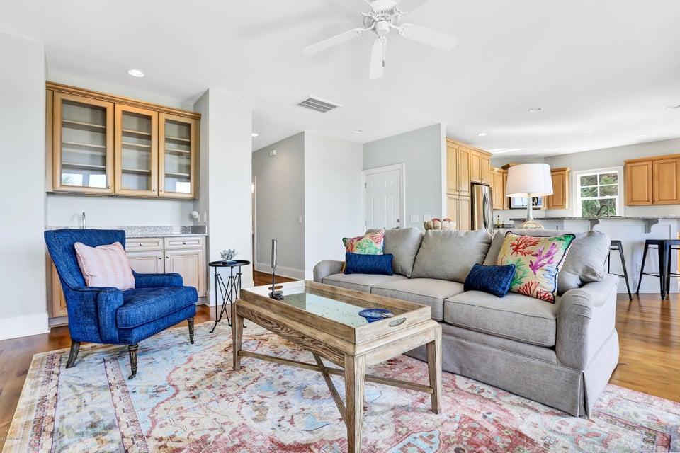South Harbour Village Real Estate - http://cdn.resize.sparkplatform.com/ncr/1024x768/true/20171006190233943995000000-o.jpg