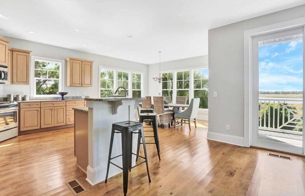 South Harbour Village Real Estate - http://cdn.resize.sparkplatform.com/ncr/1024x768/true/20171006190258043191000000-o.jpg