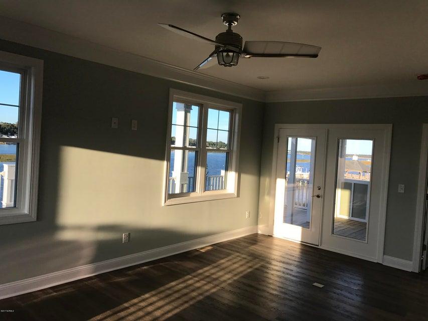 Maritime Place Real Estate - http://cdn.resize.sparkplatform.com/ncr/1024x768/true/20171018181745572599000000-o.jpg