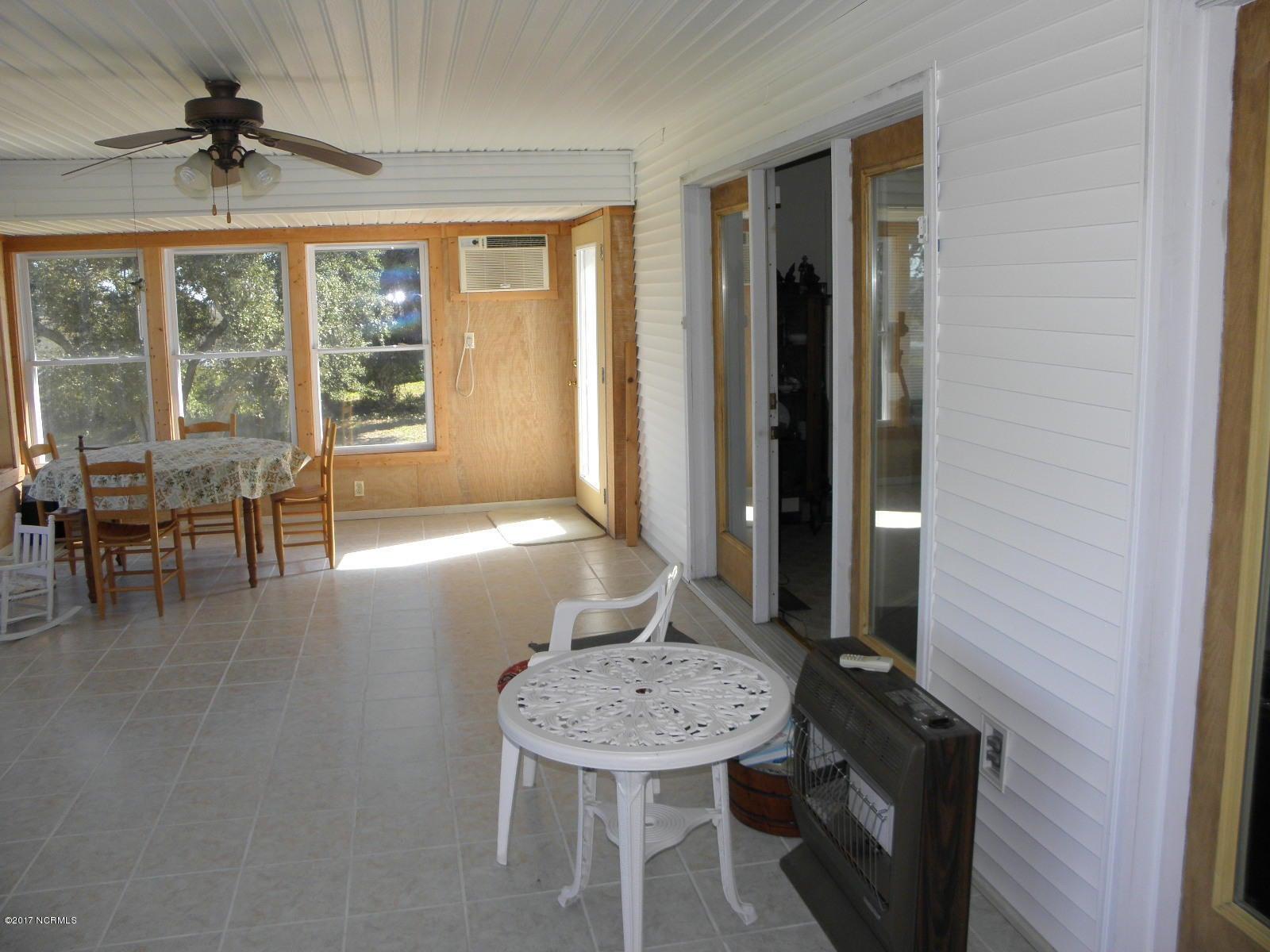 Tranquil Harbor Real Estate - http://cdn.resize.sparkplatform.com/ncr/1024x768/true/20171018235852881148000000-o.jpg