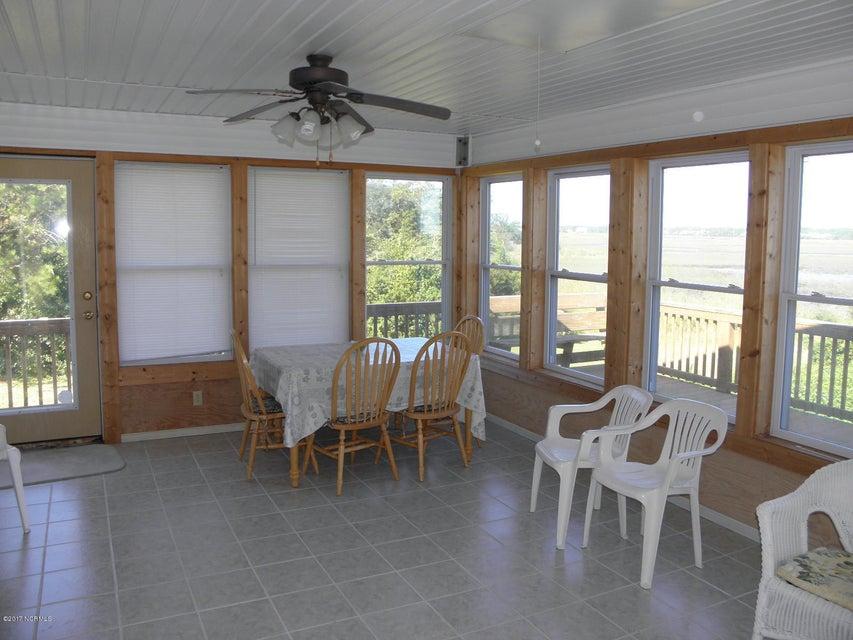 Tranquil Harbor Real Estate - http://cdn.resize.sparkplatform.com/ncr/1024x768/true/20171018235907336093000000-o.jpg
