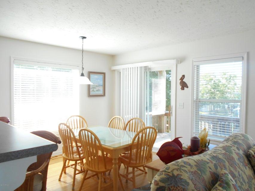 Harbor Acres Real Estate - http://cdn.resize.sparkplatform.com/ncr/1024x768/true/20171019163122427411000000-o.jpg
