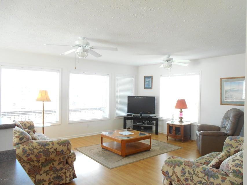 Harbor Acres Real Estate - http://cdn.resize.sparkplatform.com/ncr/1024x768/true/20171019163146861837000000-o.jpg