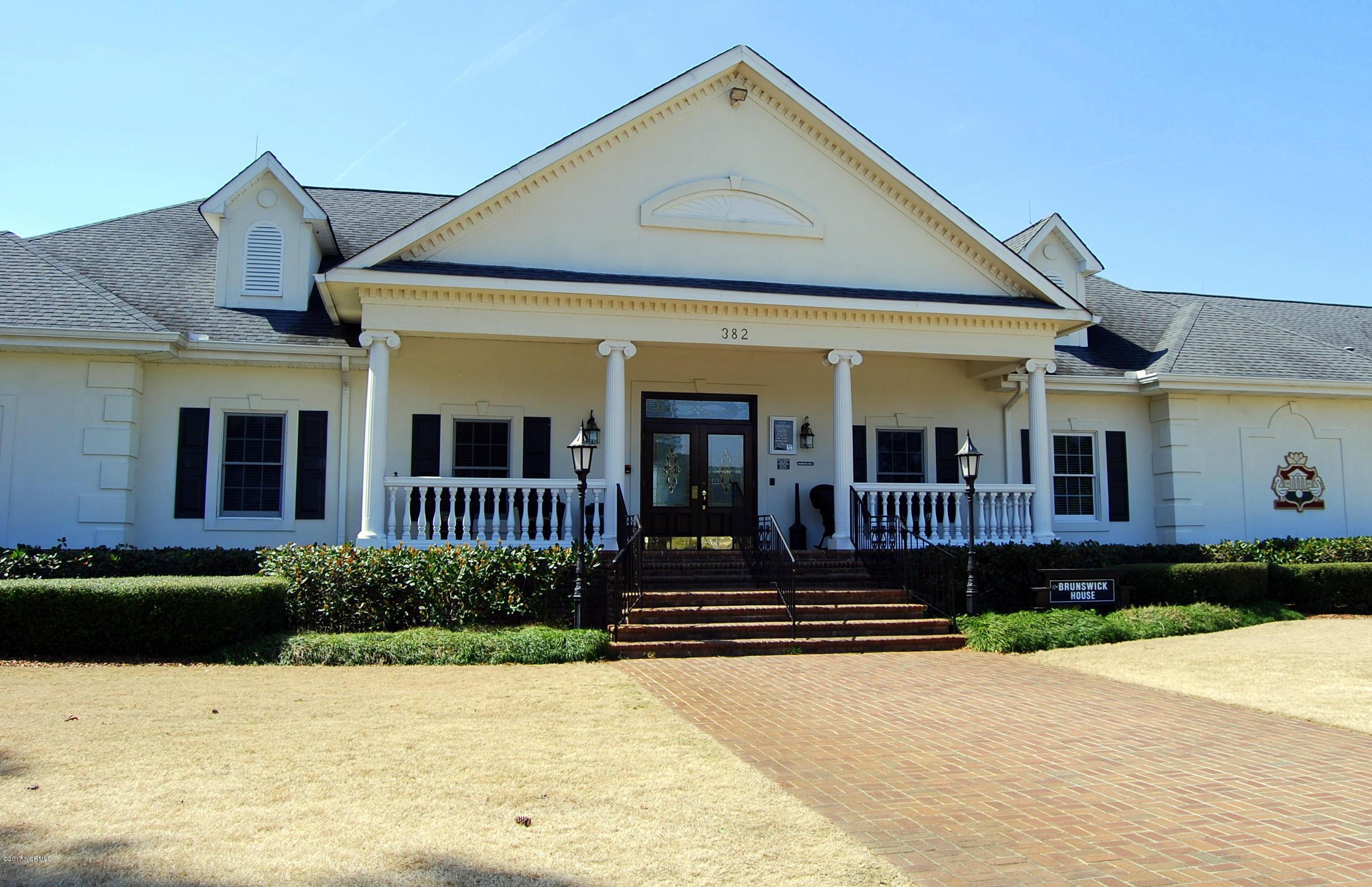 Brunswick Plantation Real Estate - http://cdn.resize.sparkplatform.com/ncr/1024x768/true/20171019192528863028000000-o.jpg