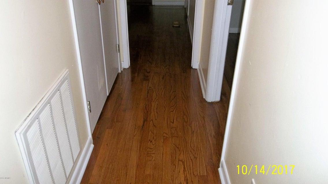 Forest Acres Real Estate - http://cdn.resize.sparkplatform.com/ncr/1024x768/true/20171021025729562363000000-o.jpg