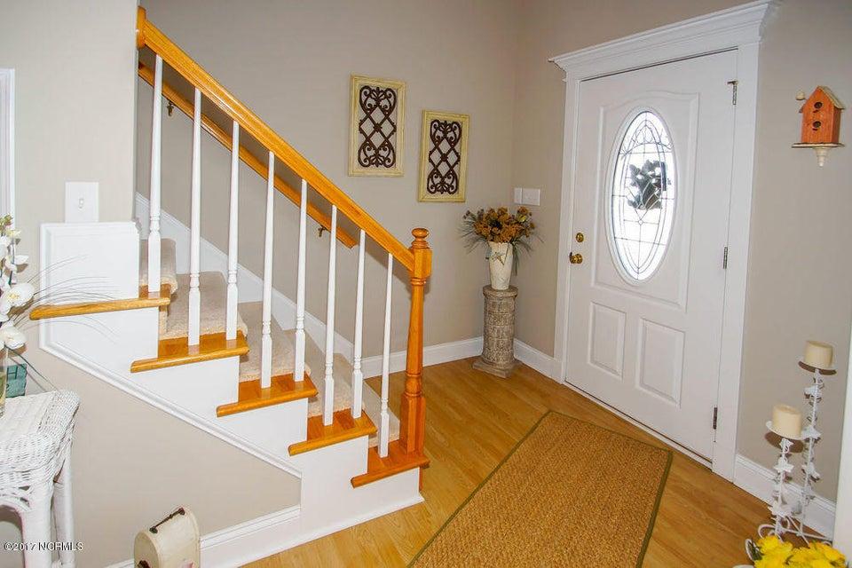 Rhoda McMillan Real Estate - http://cdn.resize.sparkplatform.com/ncr/1024x768/true/20171023201426224957000000-o.jpg