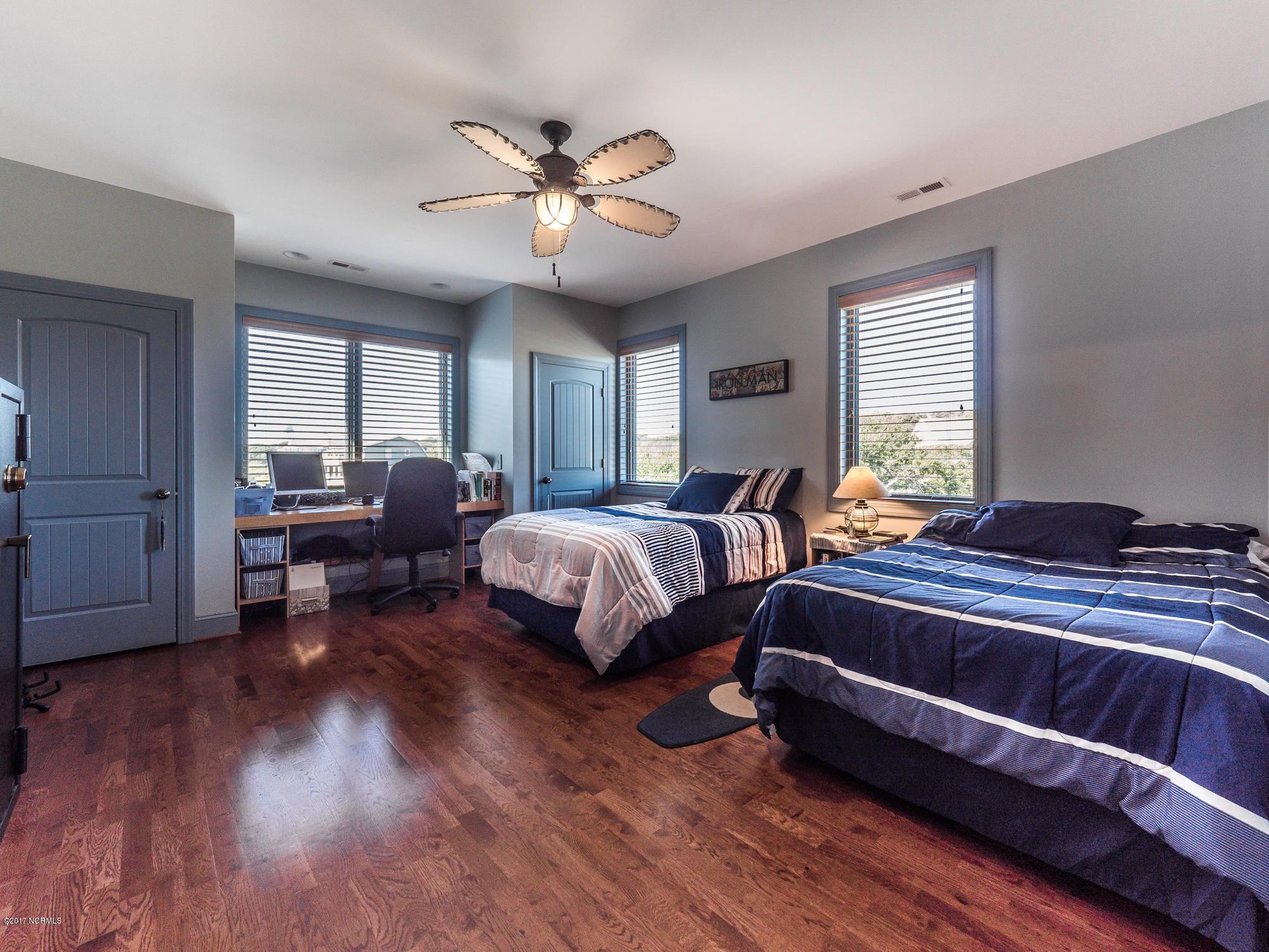 Turtle Creek Real Estate - http://cdn.resize.sparkplatform.com/ncr/1024x768/true/20171027130838740818000000-o.jpg