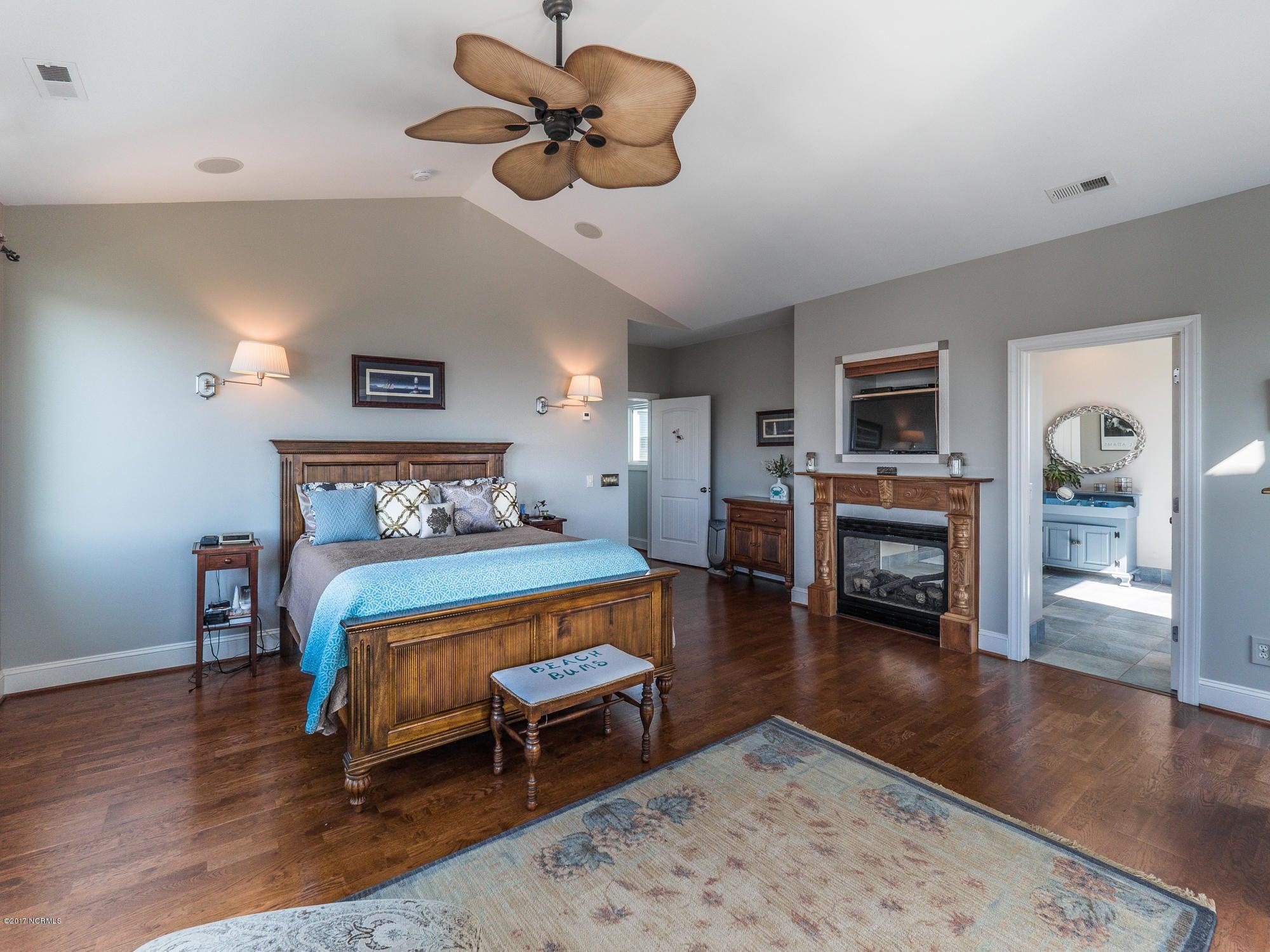Turtle Creek Real Estate - http://cdn.resize.sparkplatform.com/ncr/1024x768/true/20171027130916068651000000-o.jpg