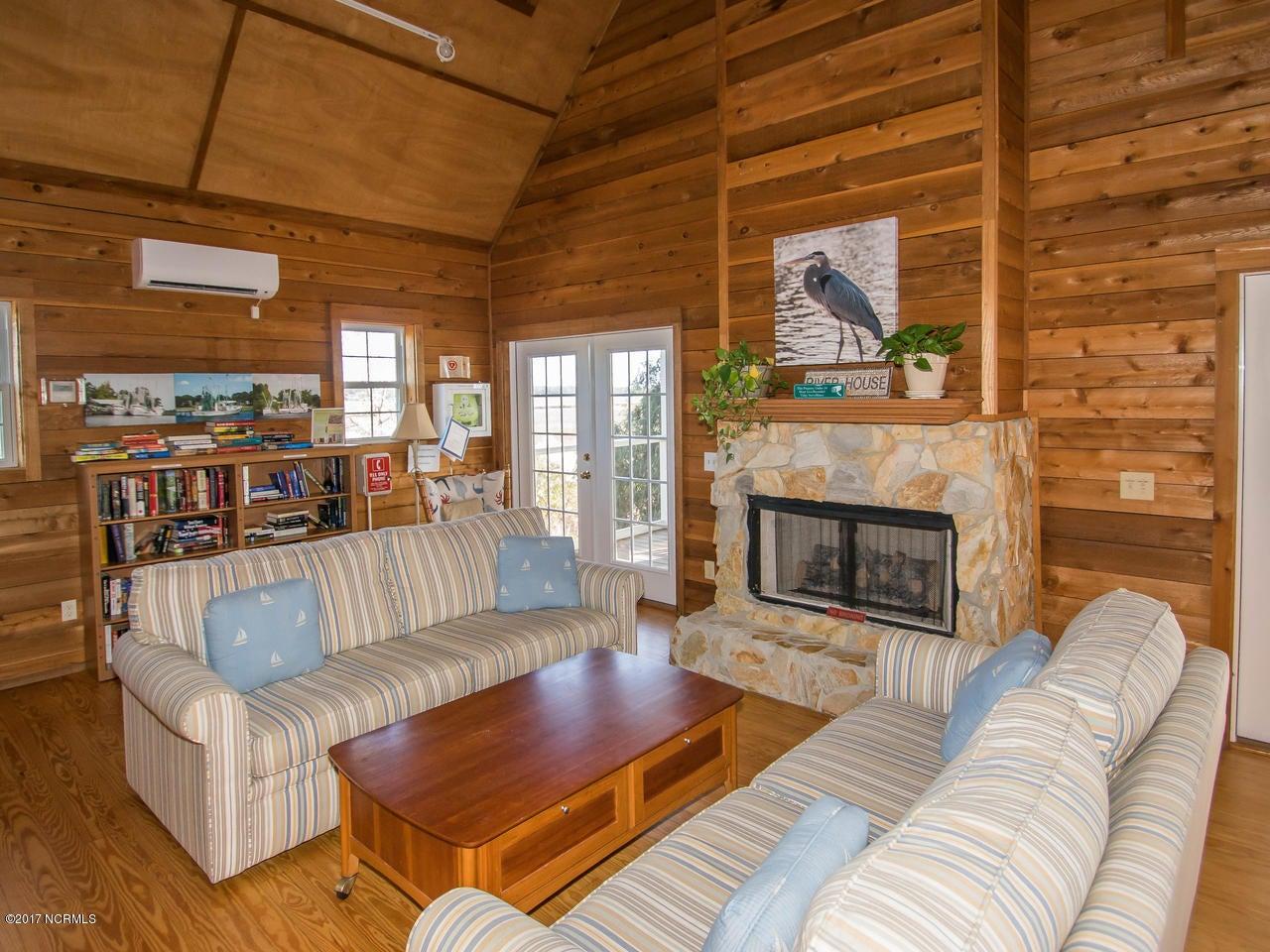 Winding River Plantation Real Estate - http://cdn.resize.sparkplatform.com/ncr/1024x768/true/20171027134846654602000000-o.jpg