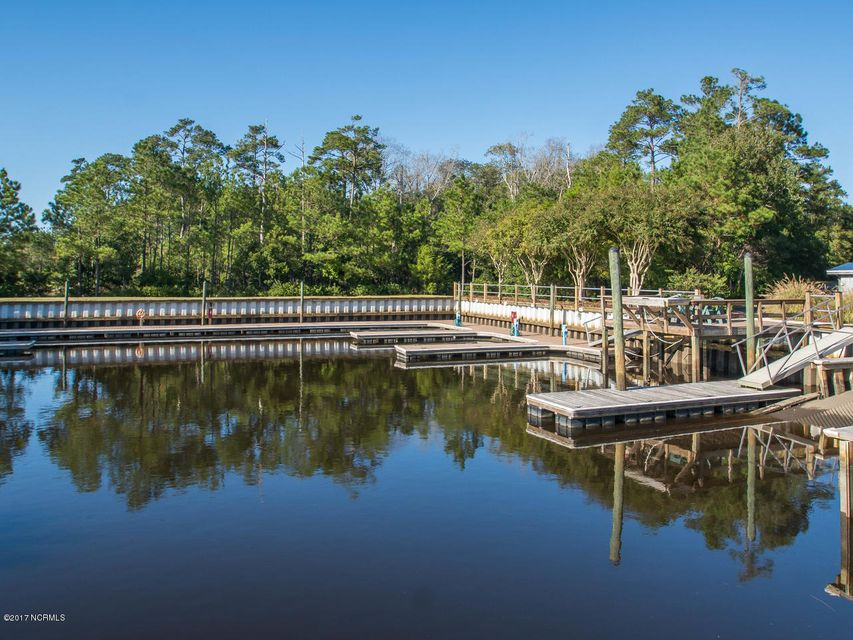 Winding River Plantation Real Estate - http://cdn.resize.sparkplatform.com/ncr/1024x768/true/20171027134853021166000000-o.jpg