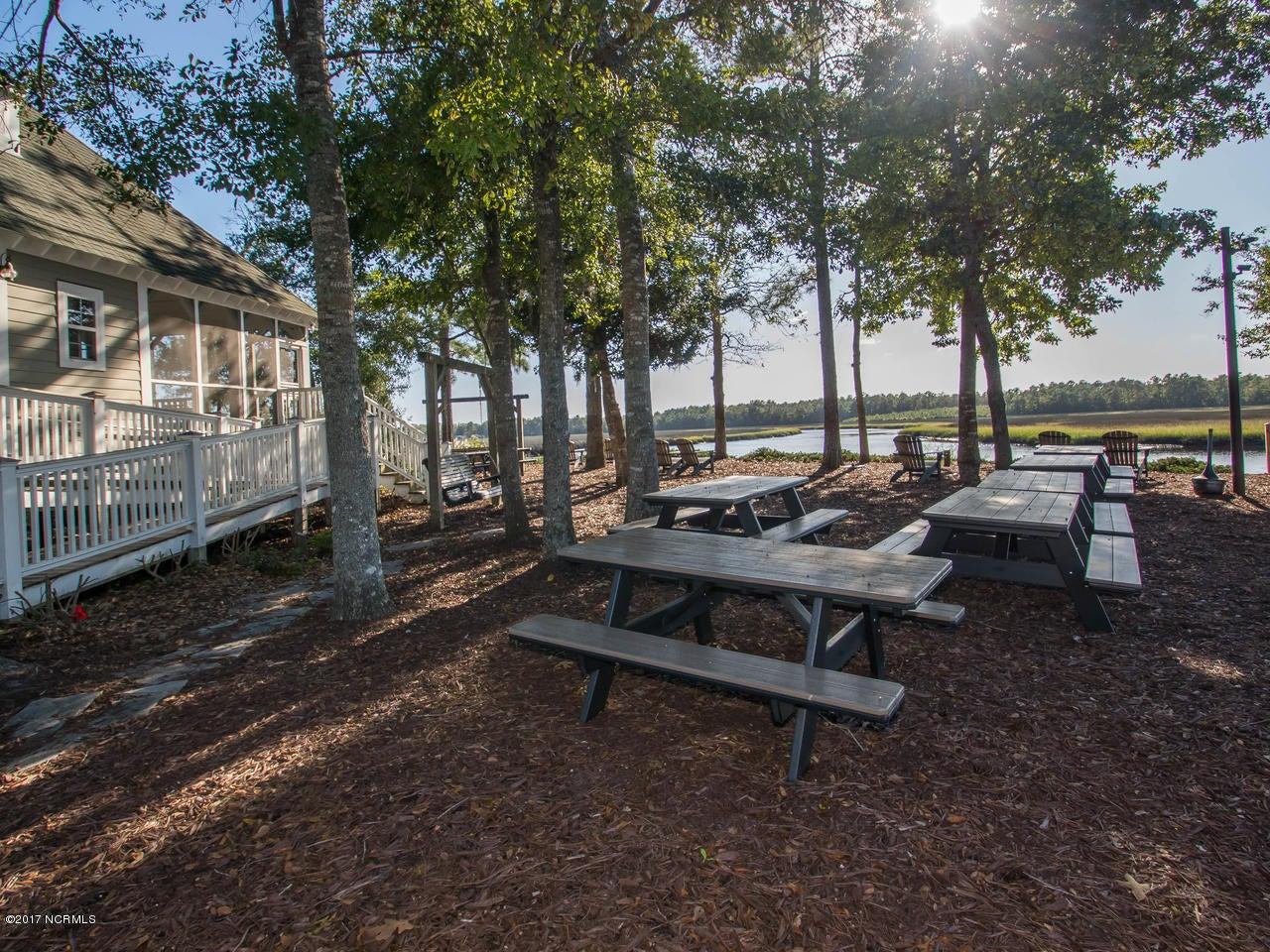 Winding River Plantation Real Estate - http://cdn.resize.sparkplatform.com/ncr/1024x768/true/20171027134927747941000000-o.jpg