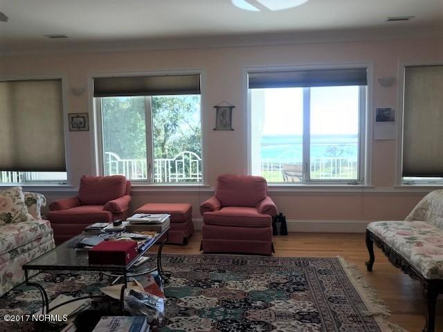 Masonboro Sound Real Estate - http://cdn.resize.sparkplatform.com/ncr/1024x768/true/20171030202422259122000000-o.jpg
