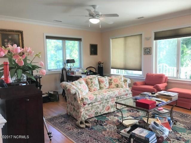 Masonboro Sound Real Estate - http://cdn.resize.sparkplatform.com/ncr/1024x768/true/20171030202423470698000000-o.jpg