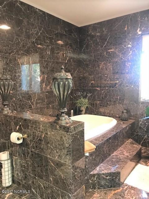 Masonboro Sound Real Estate - http://cdn.resize.sparkplatform.com/ncr/1024x768/true/20171030203235954109000000-o.jpg