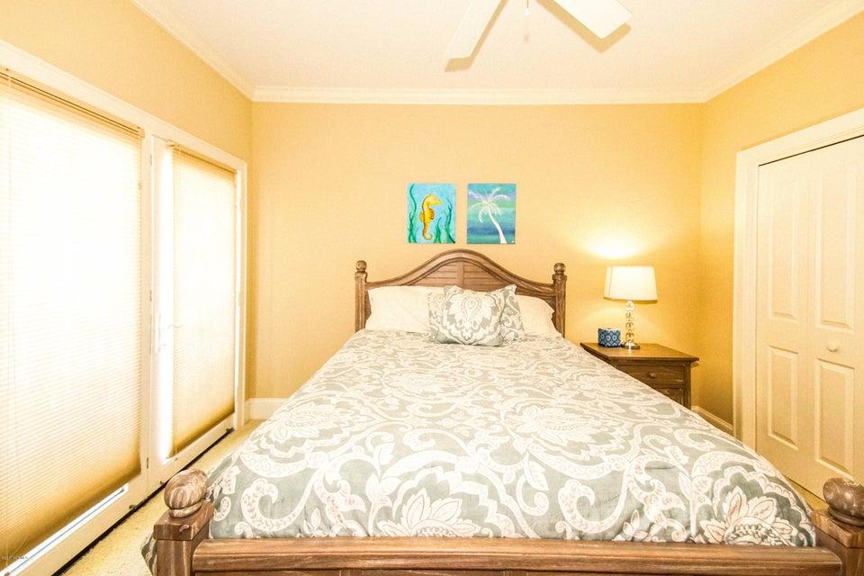 Turtle Creek Real Estate - http://cdn.resize.sparkplatform.com/ncr/1024x768/true/20171106222733251498000000-o.jpg