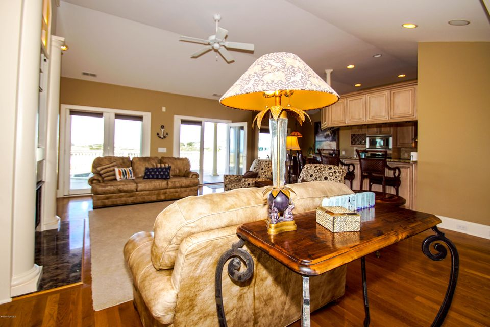 Turtle Creek Real Estate - http://cdn.resize.sparkplatform.com/ncr/1024x768/true/20171106223845874023000000-o.jpg