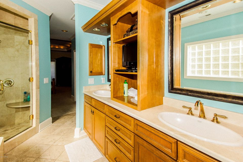 Turtle Creek Real Estate - http://cdn.resize.sparkplatform.com/ncr/1024x768/true/20171106224906791327000000-o.jpg