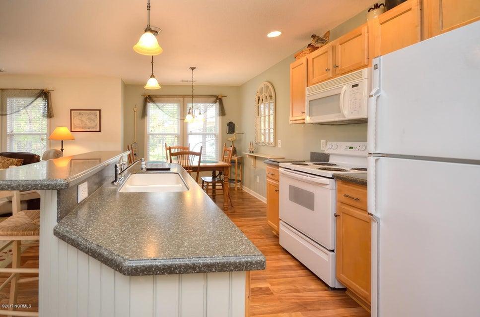St James Real Estate - http://cdn.resize.sparkplatform.com/ncr/1024x768/true/20171117042853482342000000-o.jpg