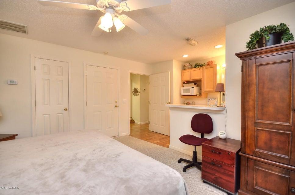 St James Real Estate - http://cdn.resize.sparkplatform.com/ncr/1024x768/true/20171117042911883121000000-o.jpg
