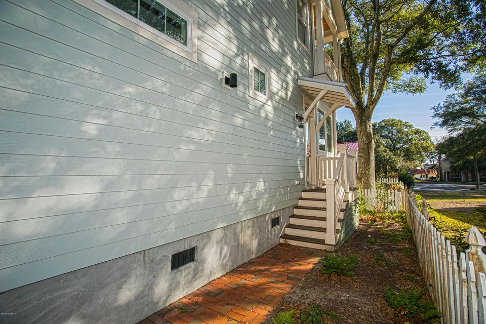 Smith & Weeks Real Estate - http://cdn.resize.sparkplatform.com/ncr/1024x768/true/20171121163645995260000000-o.jpg