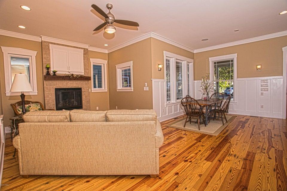 Smith & Weeks Real Estate - http://cdn.resize.sparkplatform.com/ncr/1024x768/true/20171121163746979605000000-o.jpg